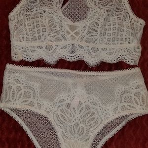 New Victoria's Secret bra and panty set new with t